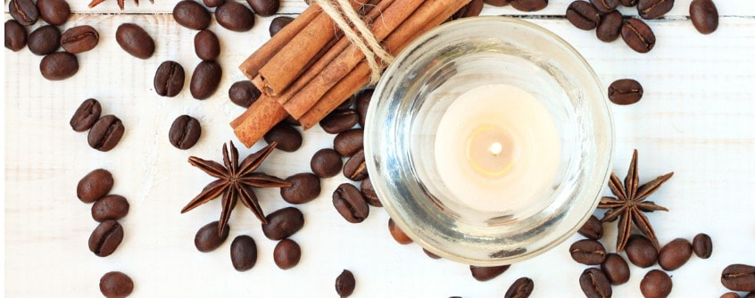 candle-with-coffee-and-cinnamon-scent