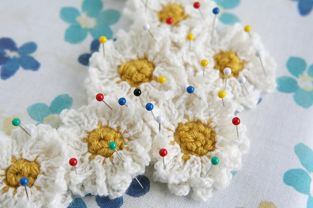 pinning daisy necklace