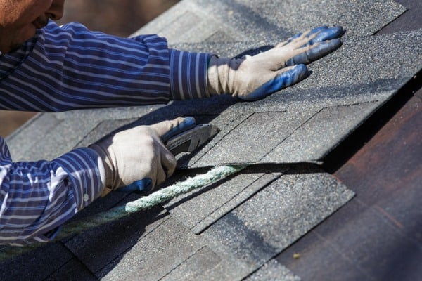 cutting-shingle-to-fit