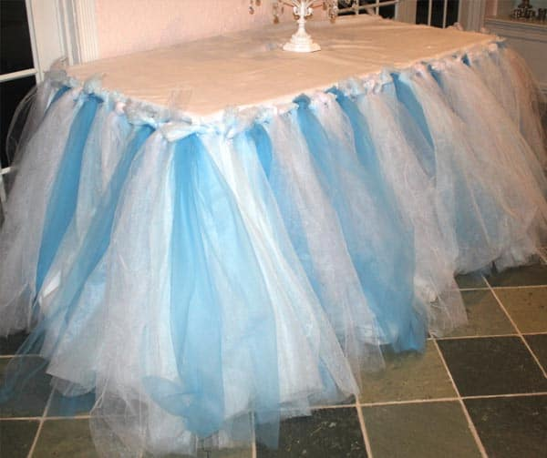 frozen-themed-table-skirt