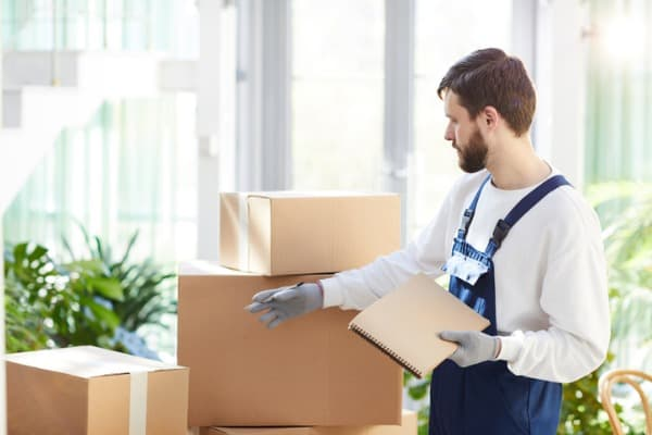 moving-company-sorting-boxes