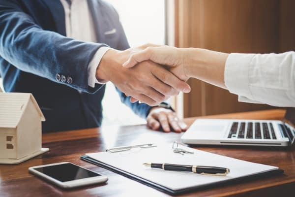 real-estate-agent-and-customers-shaking-hands