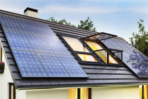 solar-panels-on-the-roof-of-the-modern-house