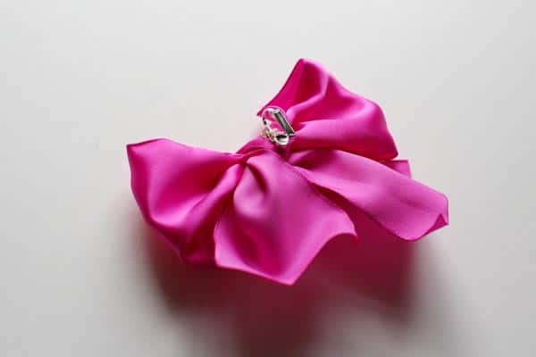 tying-bow-together